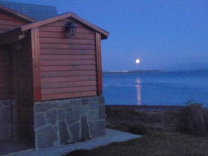 Luna sobre el canal Beagle.