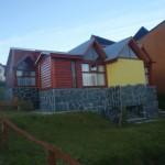 amplias cabañas independientes con dos dormitorios.